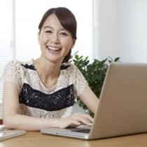 Webデザイナーに未経験でなれる?在宅で働く主婦の給料(年収)を公開!