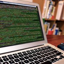 在宅プログラマーは年収1000万 稼ぐ女性になるには?